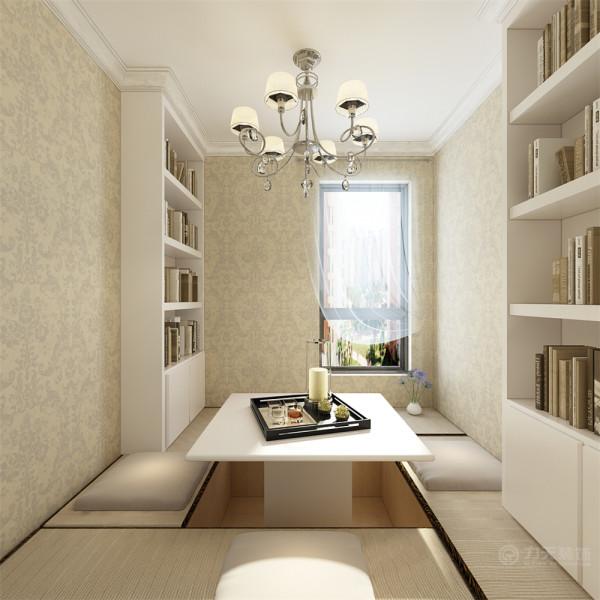 客厅顶部用回字形吊顶加石膏线的造型,并用华丽的吊灯来营造气氛.