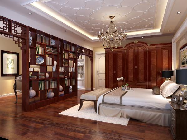 主卧室宽敞挑高,宽大的落地窗,顶部的造型和结构比较复杂,除了把中央空调的进出风口留好外,在造型上可以顺势而为,不用做过多的设计,让整个房间就非常大气,雍容华贵,是颐养天年的最佳所在。