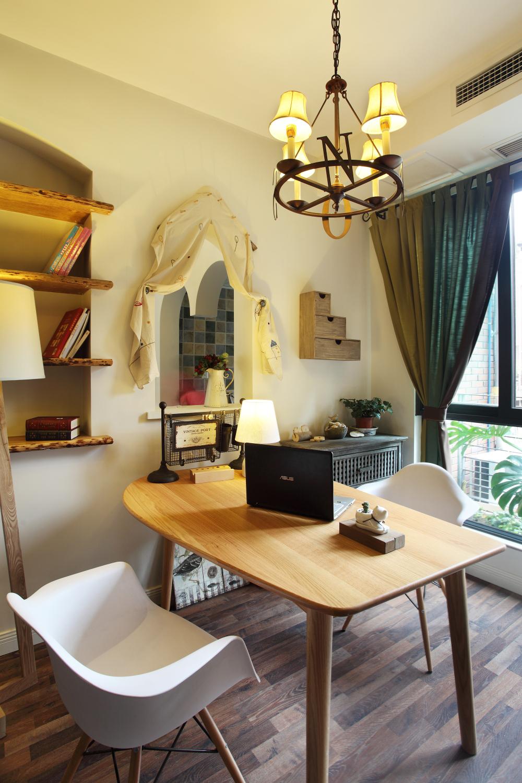 书房图片来自小若爱雨在设计让整个空间得到利用的分享