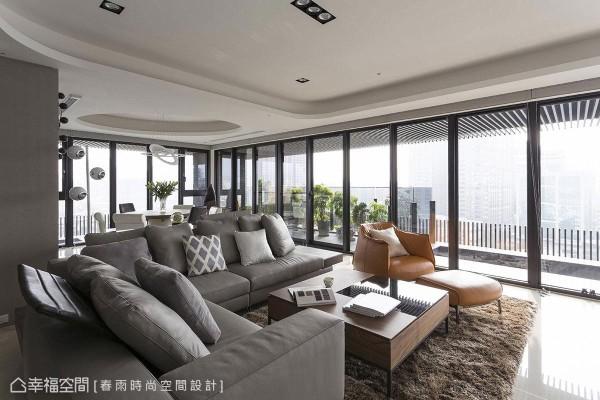 春雨设计保留高楼层的优异景观采光,将窗框开到最大,揽入最大尺度的天光美景。