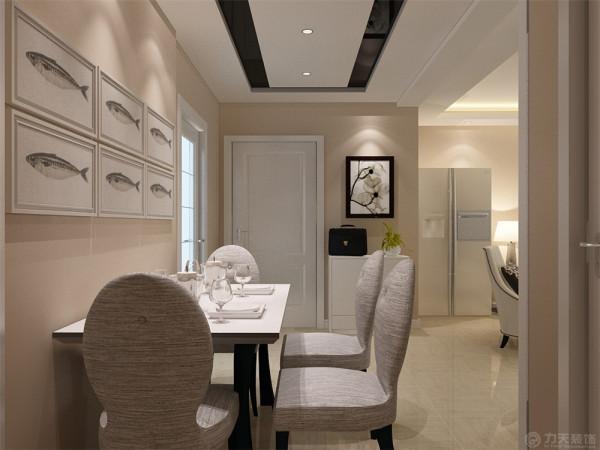 客厅与餐厅是整个在一个空间的格局。厨房有操作间。