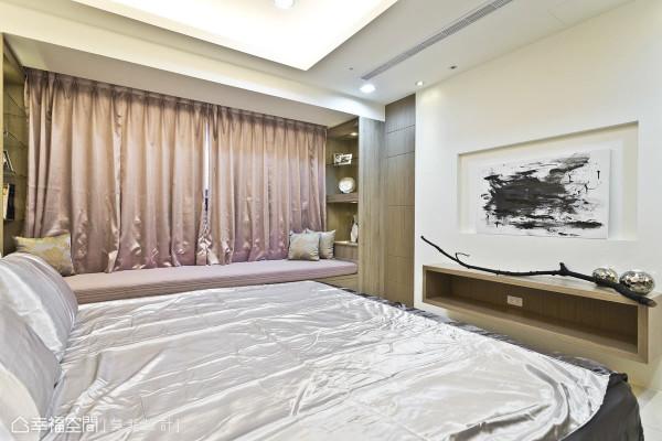 主卧房200x80公分的窗下卧榻,可以做为单人床使用,也可能坐卧在此欣赏窗外景致。