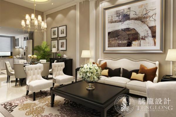 本案不仅天花板与墙壁使用了白色,而且,橱柜、旋梯,以及沙发都使用同一色系,让人置身于此,迎面就会扑来一股清新自然之风,将纯粹运用到极致之时,整颗心都会由此沉静下来