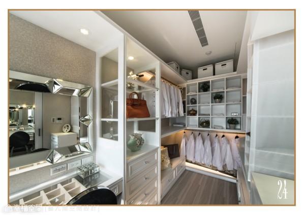 独立的更衣室,以白色柜体去铺述内敛的华贵质感,开架式的层板则营造精品专柜的表情;此外,立体造型的化妆镜框,更让女屋主展现明星般的神采。