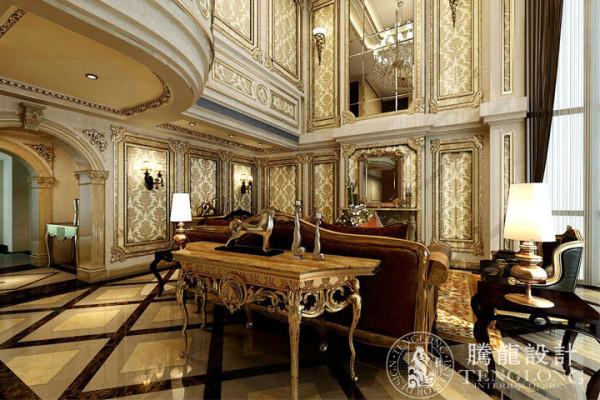 本案位于浦东御翠园,实用面积约440m2。业主有长期的国外留学经验,偏爱法式风格的奢华。室内运用了大面积的混水木饰面,造型丰富的实木线条配以局部描金的效果