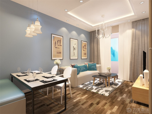 业主是一对二十多岁的年轻夫妇 所以定位为现代简约风格,在客厅我们选择了蓝色系乳胶漆来做沙发背景,使整个空间温馨又不失时尚的小清新的感觉。