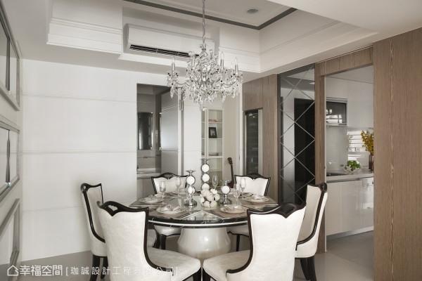 钻雕灰镜是通往厨房的入口,平时关闭即为餐厅的华丽端景。