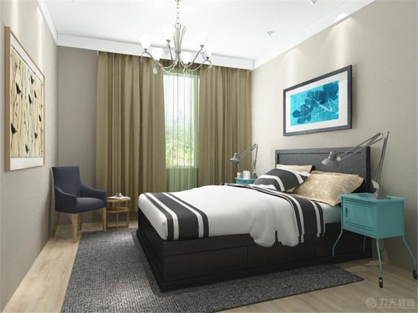 而在主卧室和次卧室上的顶面则是原墙涂刷乳胶漆的方式。
