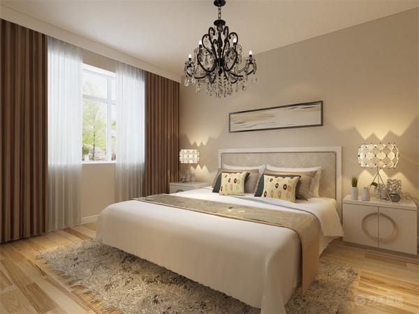 主卧墙面刷咖色乳胶漆,主卧是主人休息的区域,主卧的设计空间合理简洁,白色的床加上黄褐色的靠枕,奠定了温馨的基调,床头背景墙的挂画突出时尚的个性。