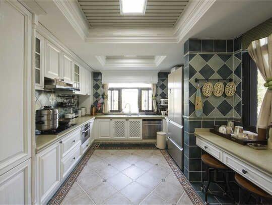地面和墙面仿古砖的选择,让厨房耐看且耐脏。