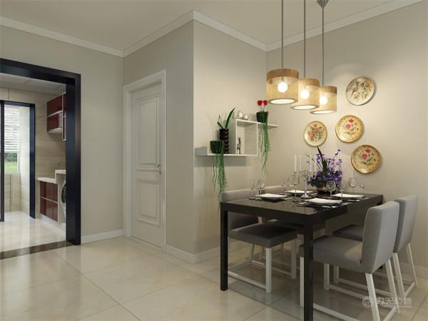 餐桌的位置墙面用具有装饰效果的盘子,衬托着用餐的气氛。也显得有文化内涵。另一侧用木板做了储物格,再放上两盆绿植,显得更有生机
