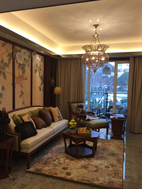 设计理念:对于东南亚风格我们并不陌生,他曾经是装修风格的大热门,但是一段时间之后却逐渐沉寂,虽然东南亚风格每一次的出现都会吸引无数人的眼球.......