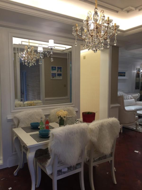 昆明巧匠装饰设计理念:这是一套具有英式田园风格的房子,女主人喜欢白色,所以整体的主色调是以白色为主,整个营造出了一种高贵、优雅的气质。