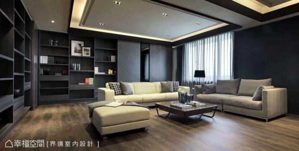 拥有明亮的采光,沙发后方利用层板做出错层且开放的展示柜体,虚实变化突显精致度。