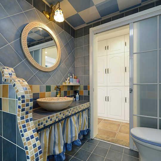 在卫生间砌墙镶嵌马赛克变成了地中海风格的首先.