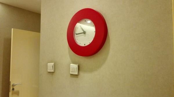红色造型挂钟,非常适合婚房,精致吉庆^^