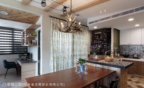 厨房的壁面及吧台,同样以造型拼花以及马赛克拼贴元素,呼应空间主题。