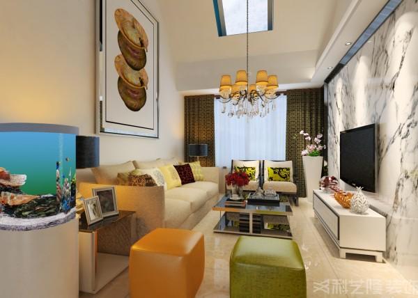 色彩运用大胆豪放,追求强烈的反差效果,或浓重艳丽或黑白对比。强调塑造奇特的灯光效果。陈设与安放造型奇特的家具和设施室内设备现代化,保证功能上使用舒适地基础上体现个性。