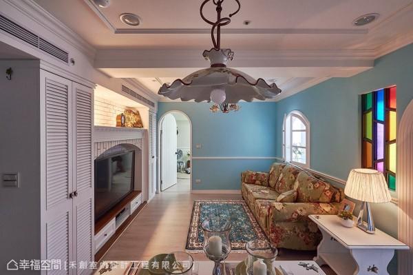 即使坪数不大、梁线过低,但透过清爽明亮的空间配色,也能达到空间放大的视觉效果。