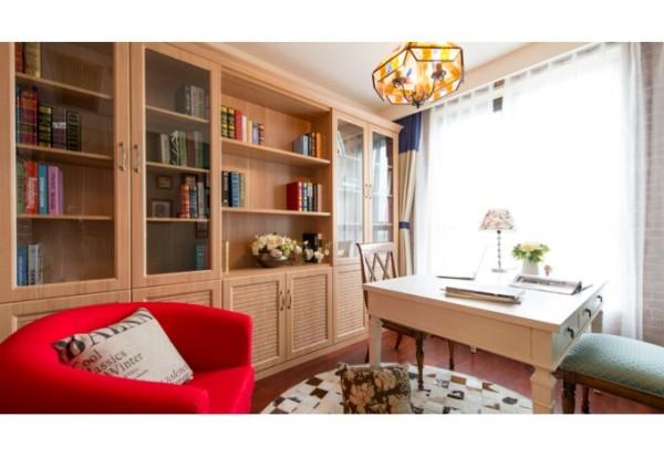 (3)书房:现代咖啡厅的大胆柔性混搭,使得整个空间韵味十足,彰显书香之气。