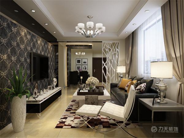 本户型为华亭丽园三室两厅一厨一卫85平米户型,整体布局合理。室内布置是以简约家具为主,整体感觉温馨。