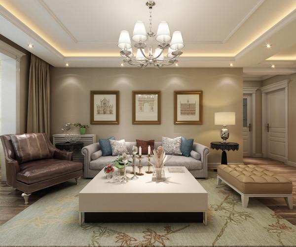 沙发背景墙采用了三副欧式的挂画,彰显出了这种风格的特点与效果