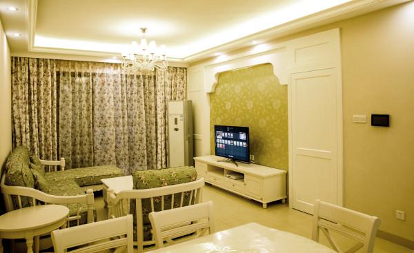 电视背景隐形门的设计,使背景墙整体性更强。