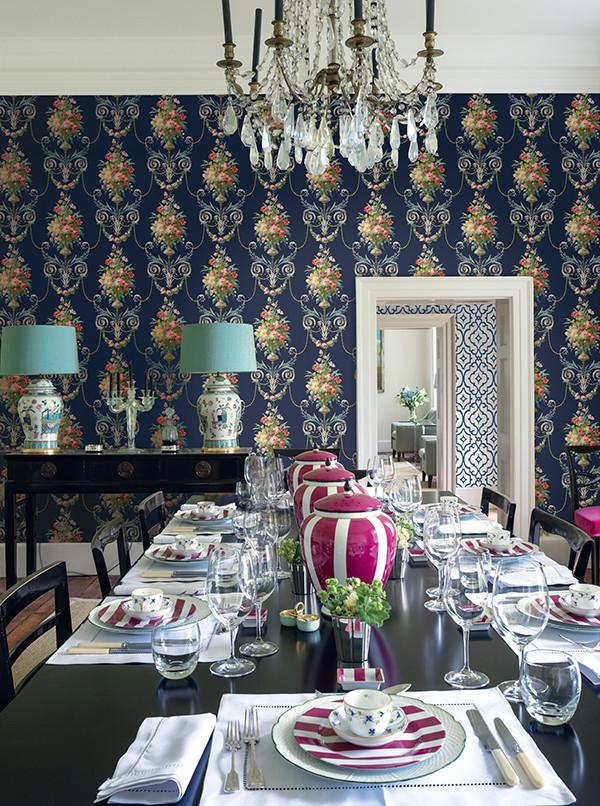 适合装饰餐厅、客厅等空间。钩边的蔷薇花炬栩栩如生,色彩斑斓的餐具使用餐气氛更加活泼,空间中因几处点缀,欧式的感觉在视觉上起到强化效果。图片来源格莱美《薇倚玫》系列。