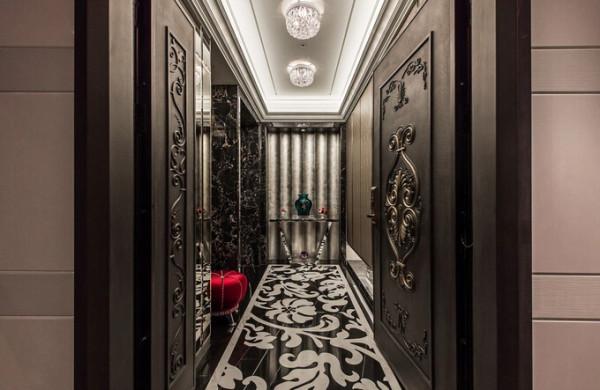 玄关设计上,以沉稳的深调托衬雕花、金箔与水晶灯,亮红色的穿鞋单椅点饰低调奢华的迎宾气度。
