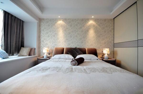 简欧风格:简欧风格是欧式装修风格的一种,多以象牙白为主色调,以浅色为主深色为辅。相对比拥有浓厚欧洲风味的欧式装修风格,简欧更为清新、也更符合中国人内敛的审美观念。