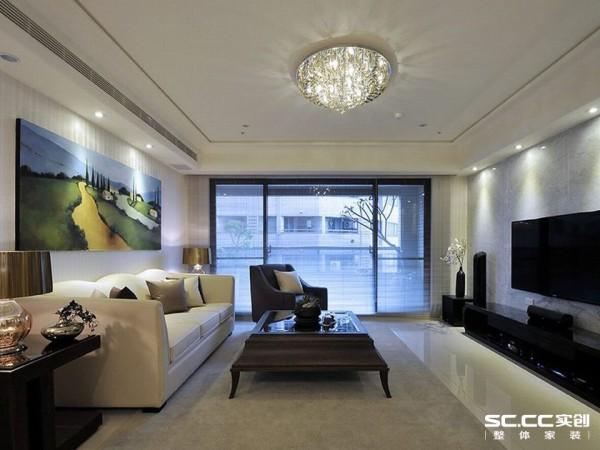 在轻奢的水晶灯光下,欧映设计简化的古典线条家私,清爽不过度的奢华表情,回应着现代古典的浪漫情调。
