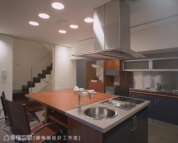 透过进口品牌家具的搭配运用,增添义式美学气息。