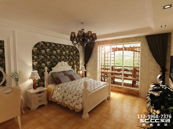 卧室继续沿袭公共空间的白色欧式风格设计,设计师另外在家具上下了功夫,挑选了独具纯白北欧风格的家具组合,简约的线条辅以吊顶灯带设计,尽显一室温馨与浪漫。