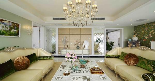 和米色糅合的,是富含生命力的翠绿,简单的靠垫和抱枕,一组相宜的沙发,不仅增加了会客厅的浓郁感,也和淡绿色墙面相呼应,使得生命的气息扑面而来。
