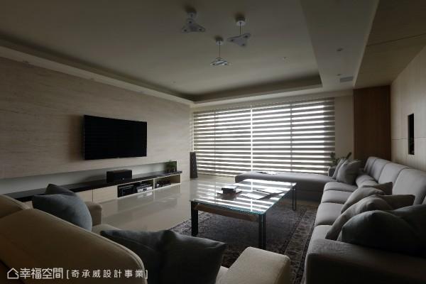 特别挑选琉砂木化石为制作电视墙的材质,引用高质感素材设计,让空间更显壮阔与大器。