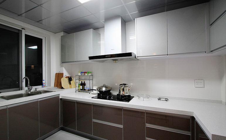 厨房图片来自家装大管家在素雅自然休闲 105平简约舒适3居的分享