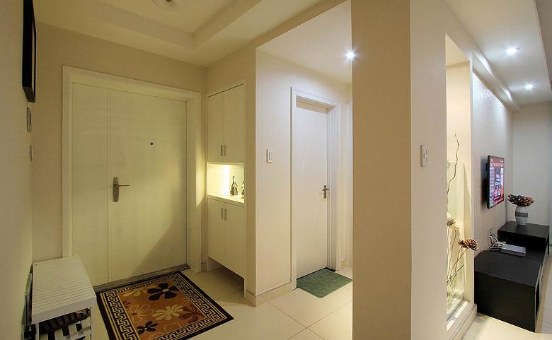 玄关图片来自家装大管家在素雅自然休闲 105平简约舒适3居的分享