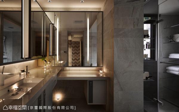 镜面设计与光源的运用让卫浴空间更显宽敞,形塑时尚旅店般的质感与氛围。