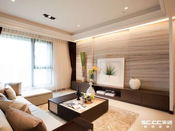 水平层叠的风化木纹大理石纹理,搭配局部内缩的切割线条,创造出电视墙面丰富的立体层次。