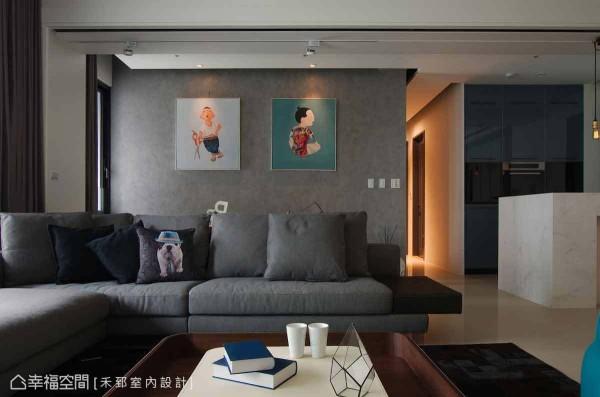 由马来漆所表现的书房墙面,温文的质感搭配丰富色彩的画作,俨然成为最美的一道端景。