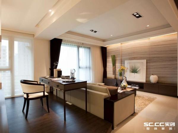设计师架高书房地板创造空间独立性,也增添温润质感。