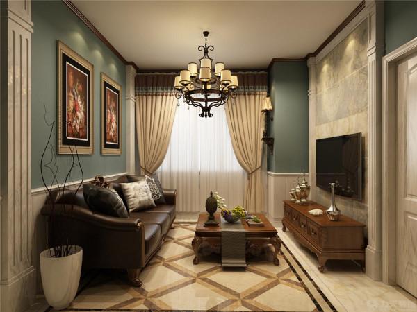 首先从整个客餐厅区域都运用了白色的护墙板,入户的简单的木质吊顶造型给空间增加了层次感,再通过简单的壁灯与欧式挂画给空间增加了些许文化内涵,皮质深色的沙发,古典的窗帘与小靠垫,
