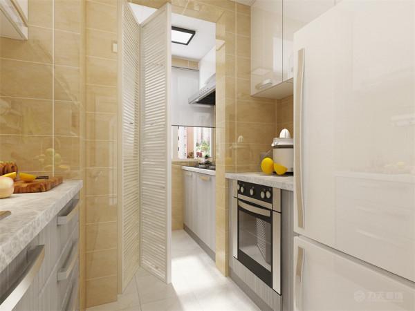 厨房的空间采用了浅黄色的瓷砖,灰色的台面,给人很明亮的感觉;