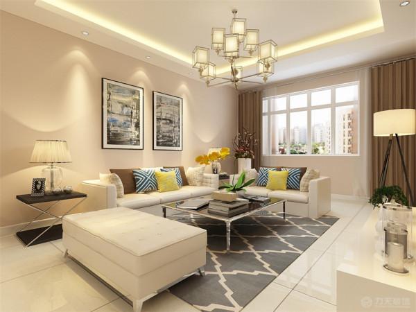 客厅在家具配置上,浅黄色的沙发,与蓝色、黄色抱枕的搭配,使家具倍感时尚,具有舒适与美观并 存的享受。沙发线条简约流畅,色彩对比强烈,且具有完整的功能性。