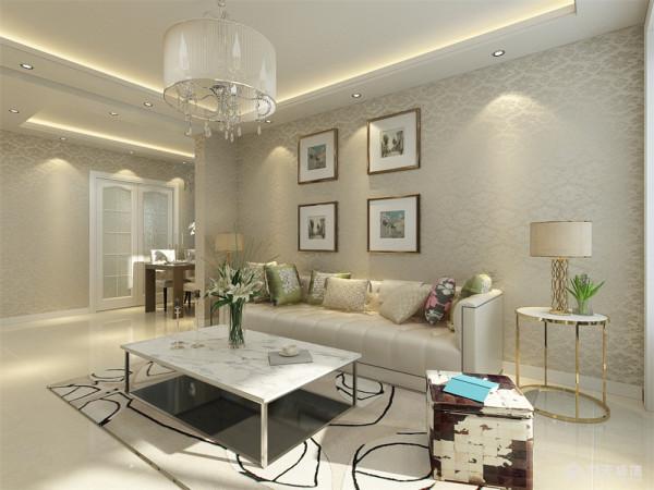 沙发背景墙使用挂画做处理,餐厅区域使用镜面中间挂画做装饰、主卧室简单的使用石膏线圈边处理。