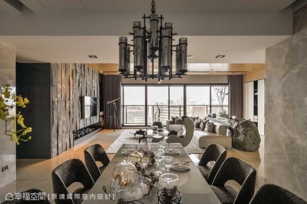 书房以皮革、铁件嵌入整块原石书桌,十分具有造型张力;而餐厅衔接客厅区的采光景致,以三尺长的大餐桌,延续了宽裕的空间感受。
