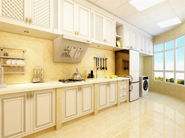 厨房的设计选择用白色的橱柜,以及黄色的壁砖进行对比,白色的吊顶相互配合。