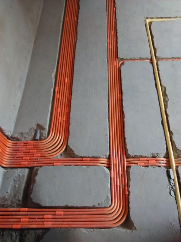 排的整整齐齐的哦,特别是这个电线管是镀锌管,线也是用的天津海燕的无卤低烟阻燃线,妈妈再也不用担心火灾呐。