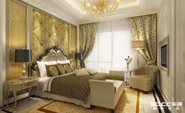 精美欧式花纹的软包、水纹亚克力、银色金属收边框、水晶吊灯结合暖色隐藏灯光更加温馨。
