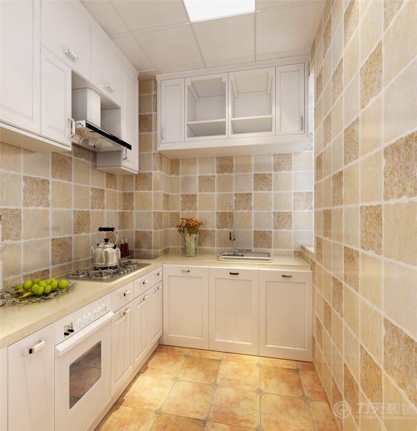 厨房的墙地砖都使用的仿古砖,整体的白色厨具,给人以舒畅的感受。